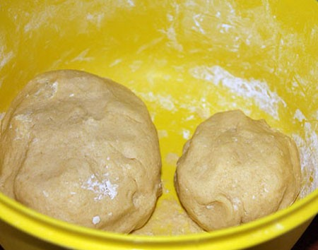 1. Stage. Quench the soda with vinegar and add to the oil, then gradually pour the sifted flour 3.5 tbsp. and knead the dough. The dough should be elastic and not stick to your hands. Divide the dough into two parts, one should be larger than the other.