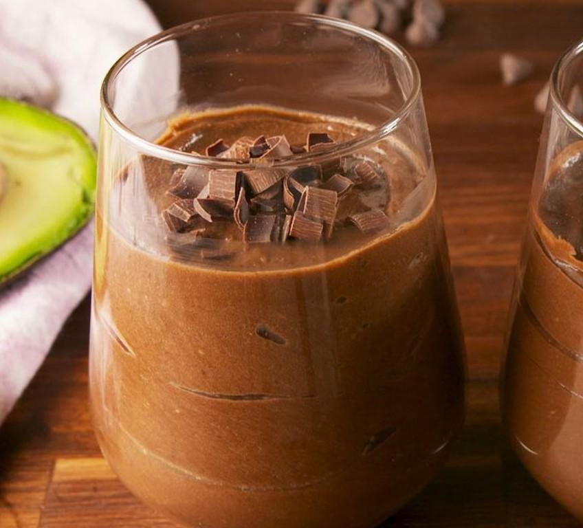 1. Этап. Переложите в сервировочные стаканы и поставьте в холодильник на 30 минут и до 1 часа. Перед подачей украсьте шоколадной стружкой.