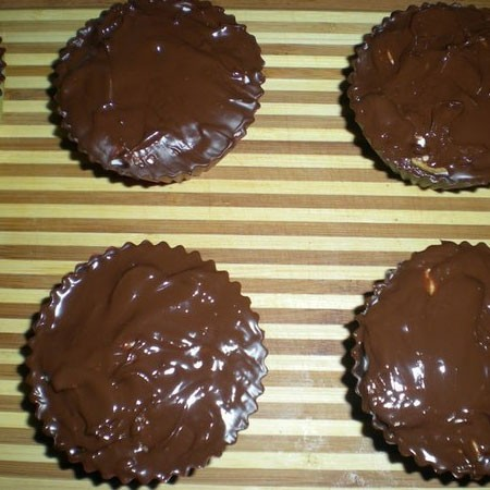 1. Stage. Then fill with chocolate on top and refrigerate until completely frozen.