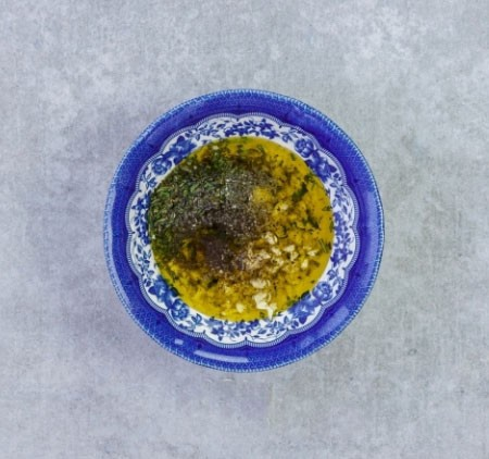 1. Stage. In a bowl, combine olive oil, finely chopped garlic and rosemary. Add a little salt and pepper, mix well.
