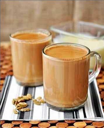 1. Этап. Варите еще 5 минут и снимайте кастрюльку с огня. Процедите чай и подавайте.