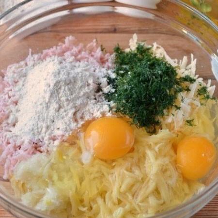 1. Этап. Посолите, поперчите, добавьте яйца, рубленный укроп и муку.