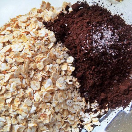 1. Stage. Add cocoa, salt, cardamom to the cereal.
