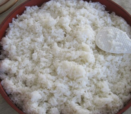 1. Этап. Желатин замочите в холодной воде. Рис отварите до готовности в немного подсоленной воде.