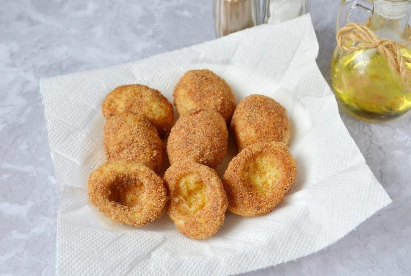 1. Stage. Heat the oil well and fry the proteins breaded until golden brown.