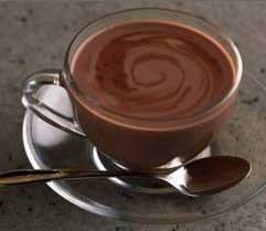 1. Stage. Pour <strong>hot ginger chocolate</strong> into cups.