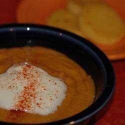 1. Этап. После немного остудить готовый суп и перемолоть его в блендере до состояния пюре. Вернуть пюре суп в кастрюлю и проварить еще 10 минут. Подавать с йогуртом для гарнира.