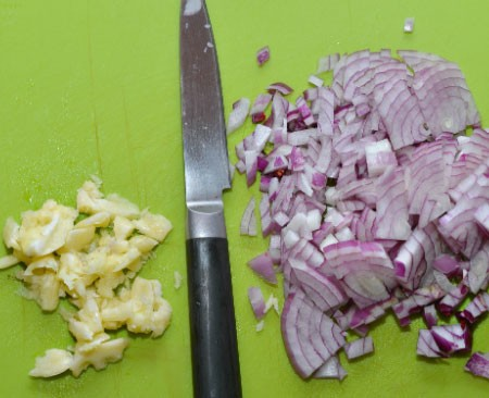 1. Stage. Finely chop the onion and garlic.
