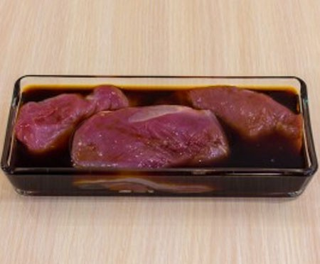 1. Stage. Mix soybean with lemon juice and place duck fillet in it for 20 minutes.