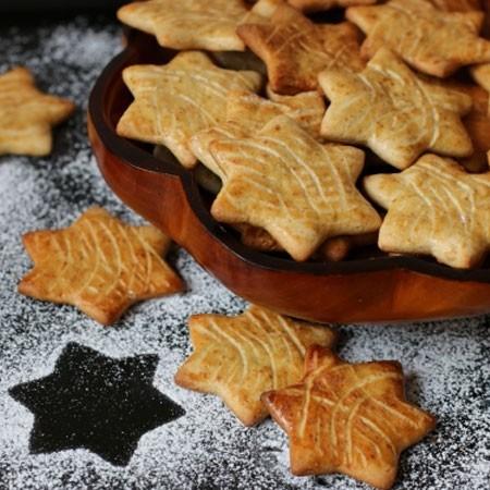 1. Этап. Печенье снимайте горячим с помощью лопатки, дайте немного остыть и подавайте.