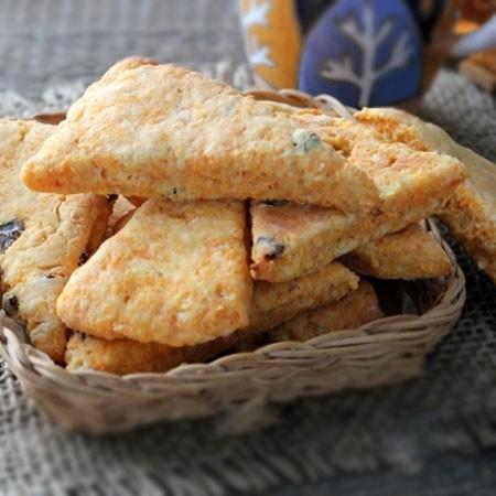 1. Этап. Переложите печенье на противень застеленный пергаментом и выпекайте при 180 градусах 20 минут. Немного охладите и подавайте.