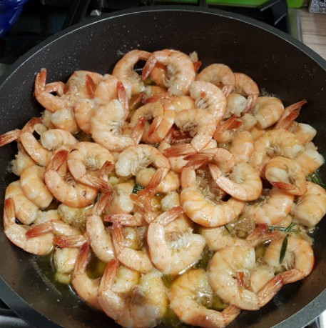 1. Stage. Add remaining 1 tablespoon oil to pan. Add shrimp in a single layer and season with salt, pepper and Cajun seasoning. Cook until pink, about 1 to 2 minutes per side.