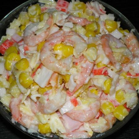 1. Этап. Смешайте все ингредиенты салата, посолите по вкусу и заправьте майонезом. Перемешайте, дайте постоять 10 минут и подавайте.