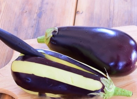 1. Stage. Peel the eggplant in strips leaving the skin in places. Make an incision along without cutting to the edges, so that later we can put the filling.