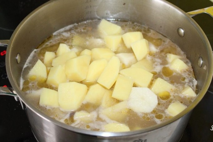 1. Stage. Then add diced peeled potatoes. Cook for 15 minutes.