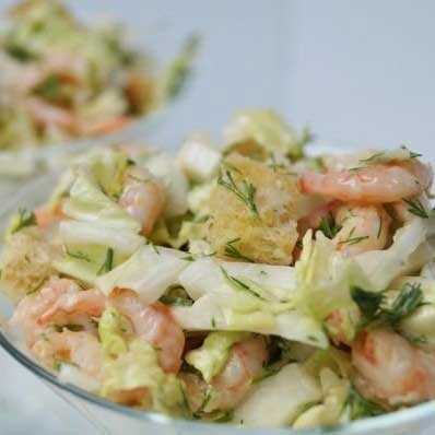 1. Stage. Season the <strong>breeze salad with</strong> tartar, add chopped dill and crackers. Rusks must be added immediately before serving so that they do not get wet.