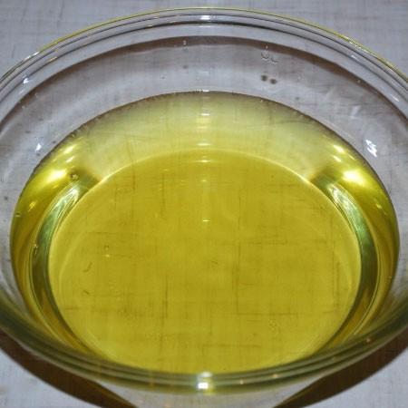 1. Этап. Готовую лимонную настойку процедите.