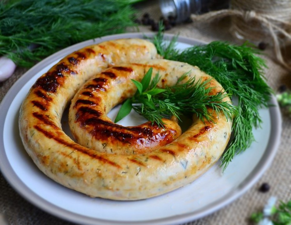 1. Этап. Колбаски можно приготовить в духовке, обжарить на сковороде или на открытом гриле.