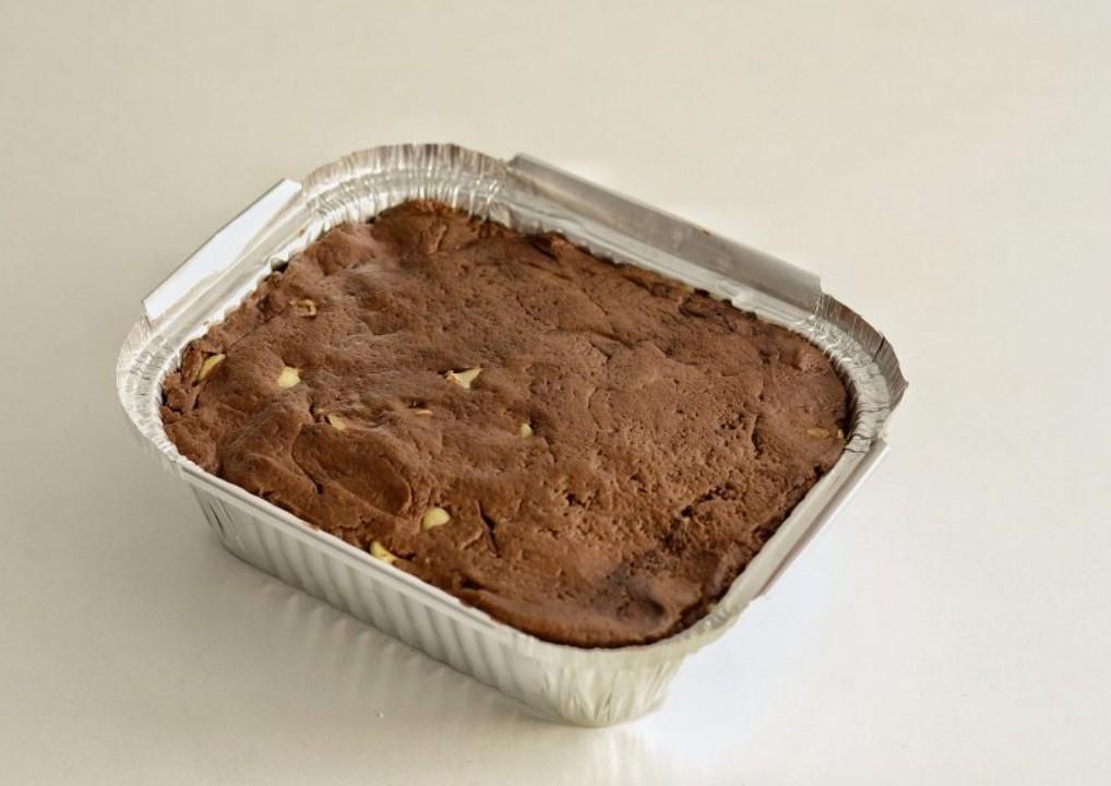 1. Этап. Готовое тесто перелейте в форму для запекания и выпекайте 25-30 минут, готовность проверьте зубочисткой. Пирог полностью охладите и только потом достаньте из формы.
