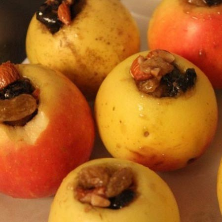 1. Stage. Fill the apples with the cooked mass. Bake in a preheated oven to 180 degrees 35 minutes.