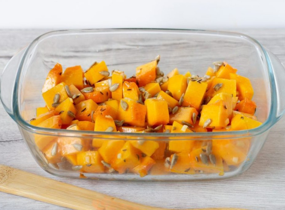 1. Stage. Transfer the pumpkin into a baking dish, pour olive oil on top and bake at 200 degrees 35 minutes.